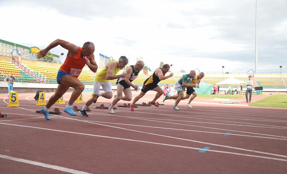 Бег, прыжки и метание копья. IV чемпионат Беларуси по легкой атлетике среди ветеранов проходит в Гродно