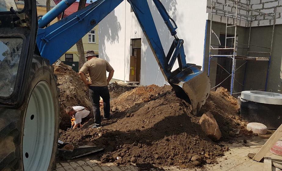 В центре Гродно во время строительных работ нашли снаряд времен Второй мировой войны (+видео)