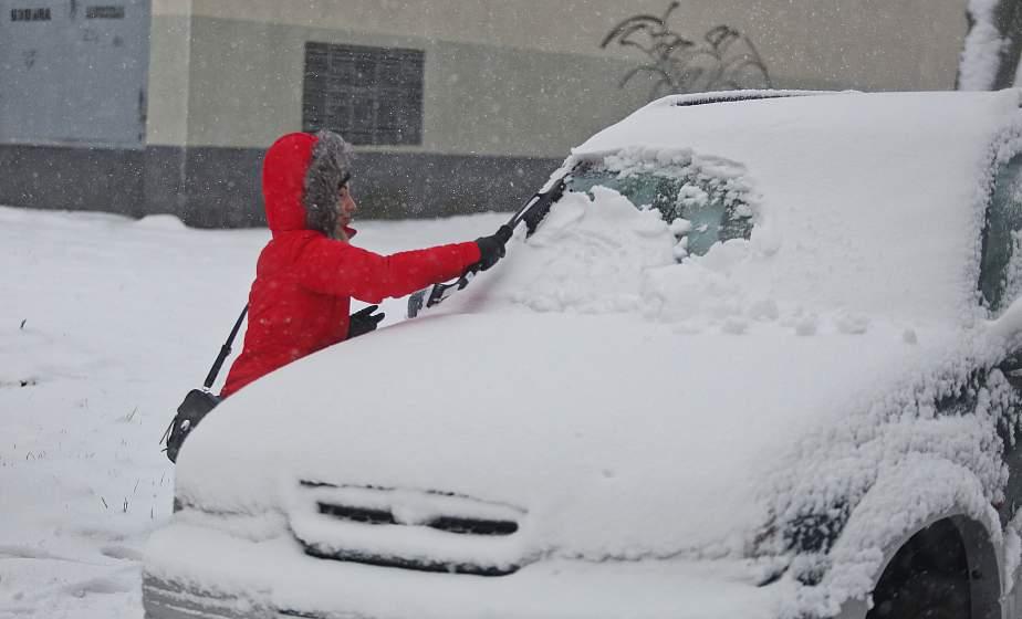 Снегопады, сказочные деревья и пробки. Циклон «Ларс» пришёл в Гродно