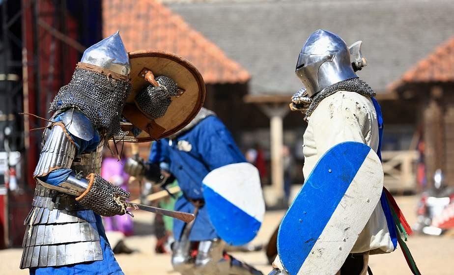 Шотландская пехота, массовые бои и девушки на ристалище: рыцарский турнир «Меч Лидского замка» проходит в Лиде