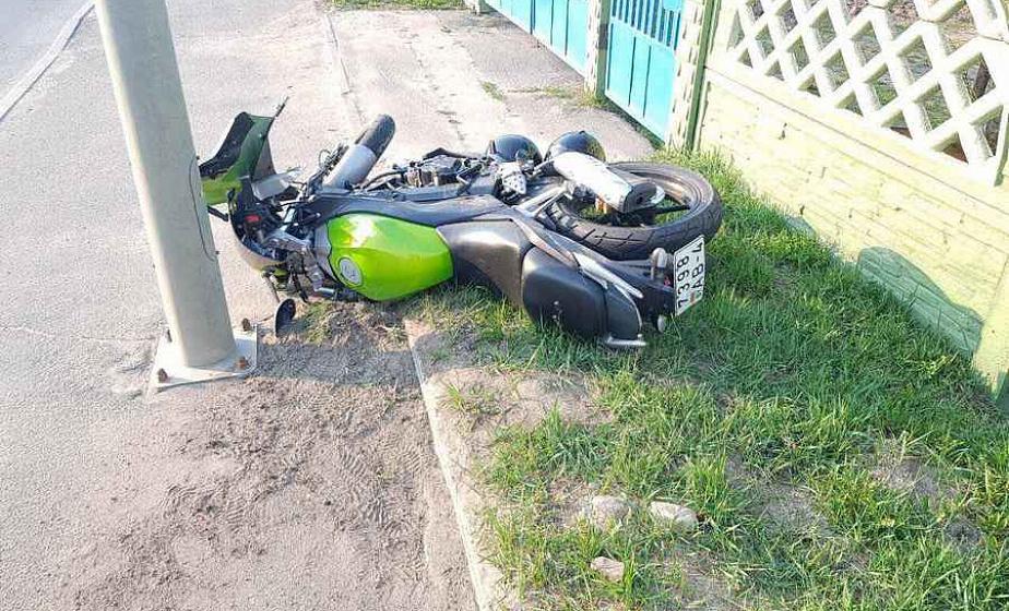 В Лиде водитель «Ауди» не пропустил мотоциклиста: парень и девушка на спортбайке получили переломы и госпитализированы