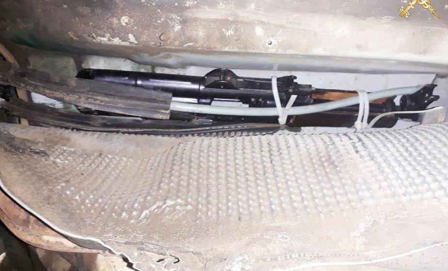 Составные части к автомату Калашникова, пистолетам и еще два магазина обнаружили белорусские таможенники у гражданина Литвы. Возбуждено два уголовных дела