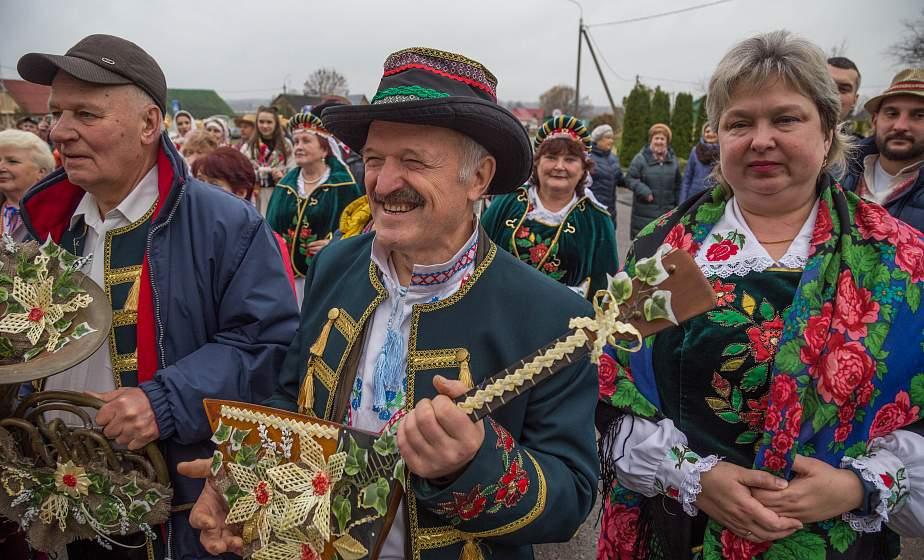 Старинные жернова, фольклорные песни и фестиваль рушника. В Одельске отгремел «Праздник мельников»