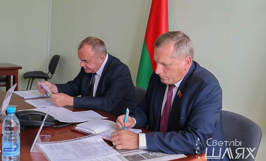 Приём граждан и прямую телефонную линию провели в Сморгони председатель Комитета госконтроля Гродненской области и прокурор области