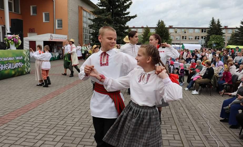 У Дзiтве адбыўся абласны фестываль-свята «Танцуем па-даўнейшаму»