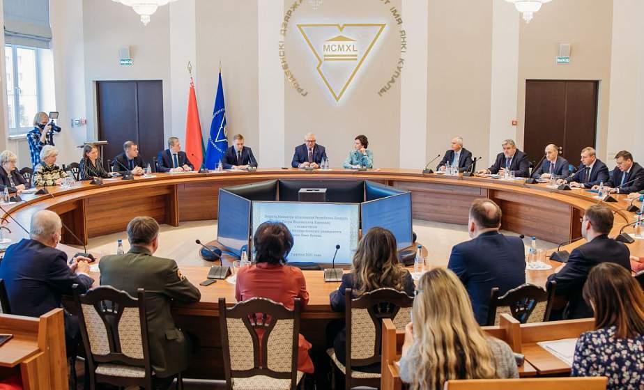 Министр образования Республики Беларусь Игорь Карпенко обсудил с коллективом Купаловского университета актуальные вопросы развития сферы образования