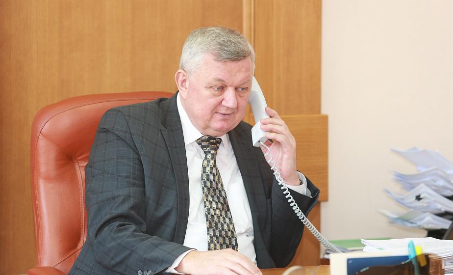 Прямую линию с жителями области провел первый заместитель председателя облисполкома Иван ЖУК