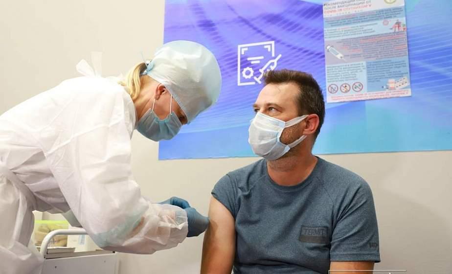«Группам профессионального риска - особое внимание». Как в областном центре проходит вакцинация