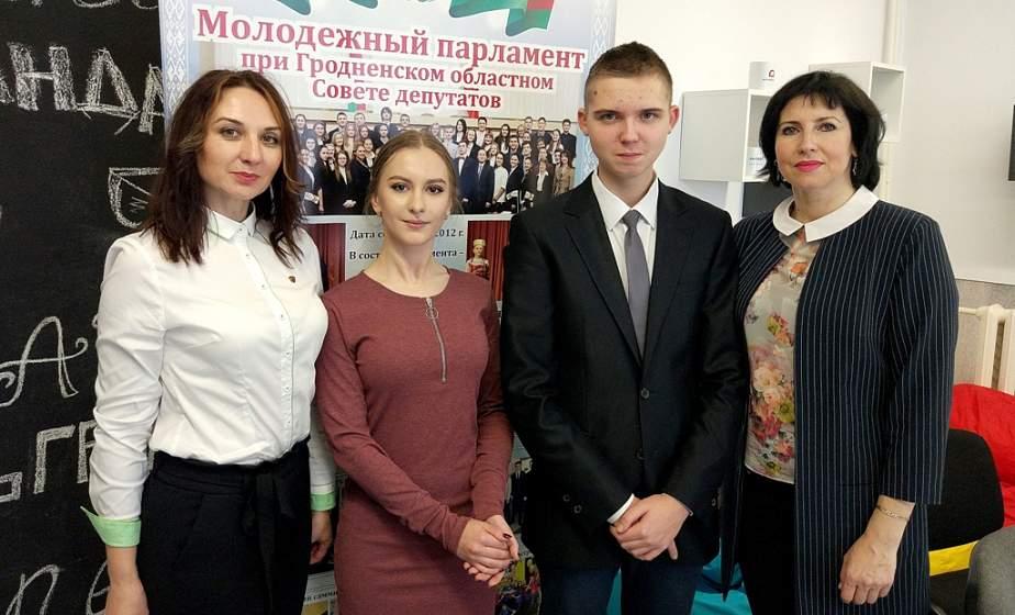 За 8 лет более 400 инициатив. Юные парламентарии области обсудили итоги работы ушедшего года и выбрали нового лидера