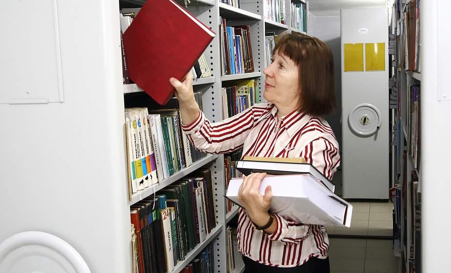 Сейф для книг, переплетная мастерская и день открытых дверей. Как обустраивается на новом месте областная библиотека имени Карского