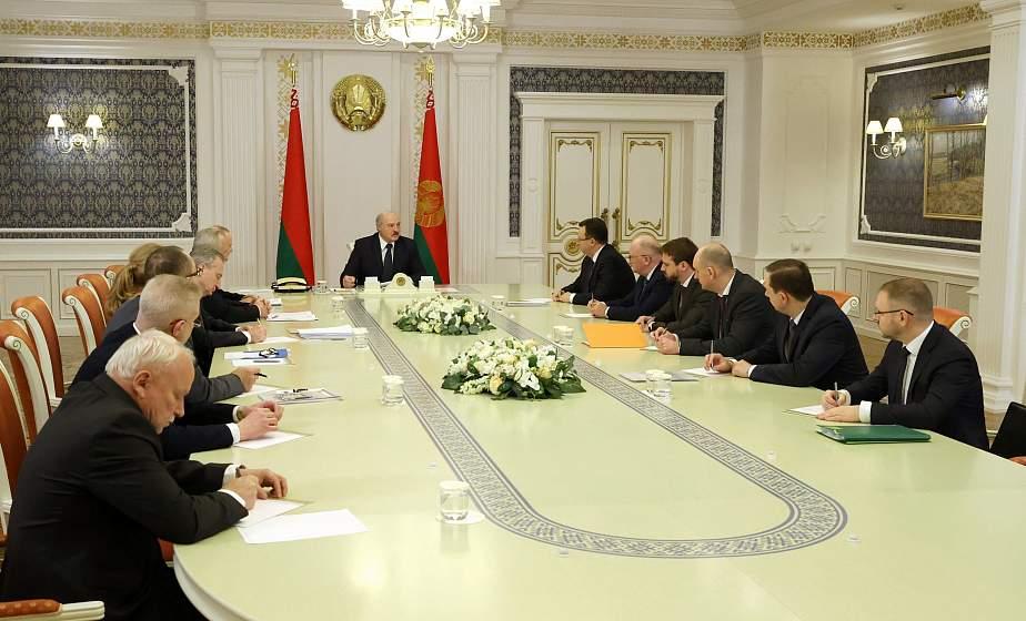 Тема недели: Александр Лукашенко провел совещание по вопросам разработки вакцин