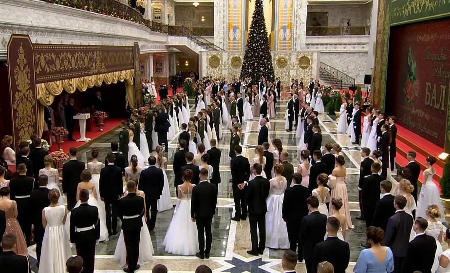 Дань изысканным традициям. «Белые росы» станцевали гальярду на новогоднем бале во Дворце Независимости