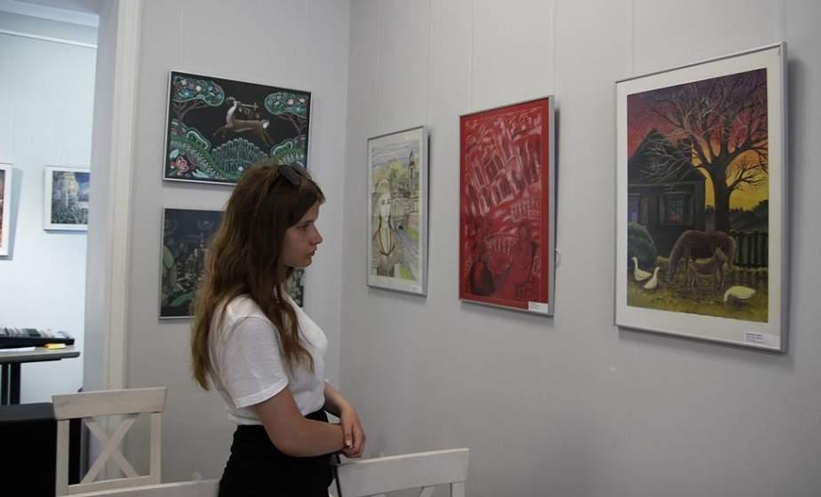 «Скарбы Беларусі». В Культурном центре «Фестивальный» проходит выставка работ юных воспитанников художественной школы