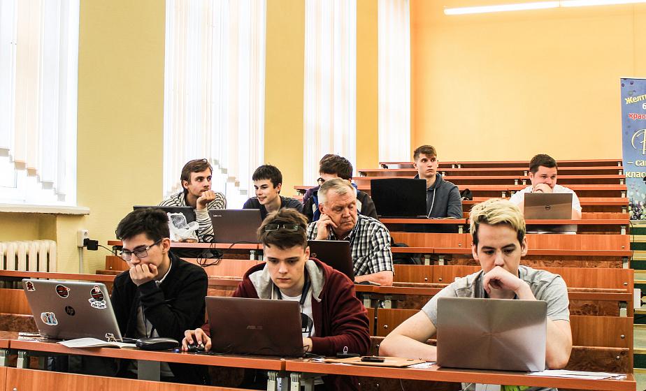 IT-лагерь и участники из 5 стран. В Гродно начали работу международные сборы по программированию