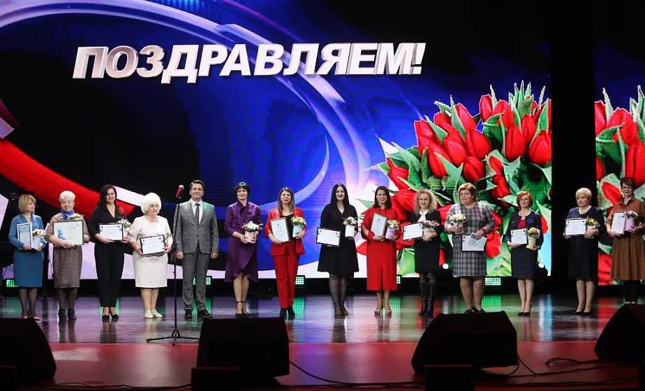 Заботливые мамы, успешные руководители. В канун 8 Марта в Гродно присудили почетное звание «Женщина года»