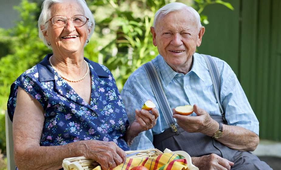 Сколько женилось и сколько сидит в Интернете: Белстат опубликовал интересную статистику про пенсионеров