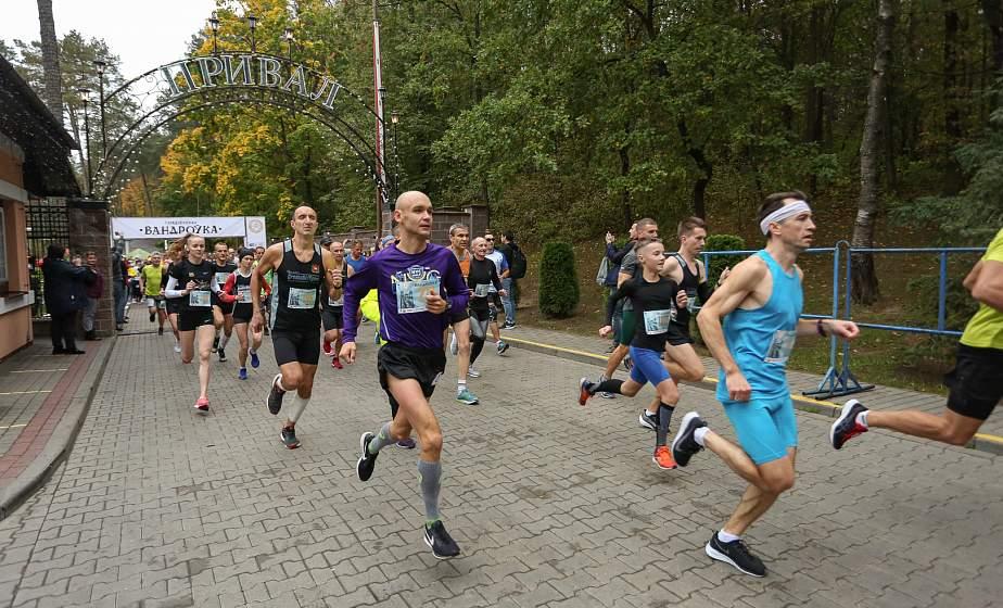 450 участников и 10 километров живописной трассы. На базе отдыха «Привал» состоялся традиционный легкоатлетический пробег «Гарадзенская вандроўка»
