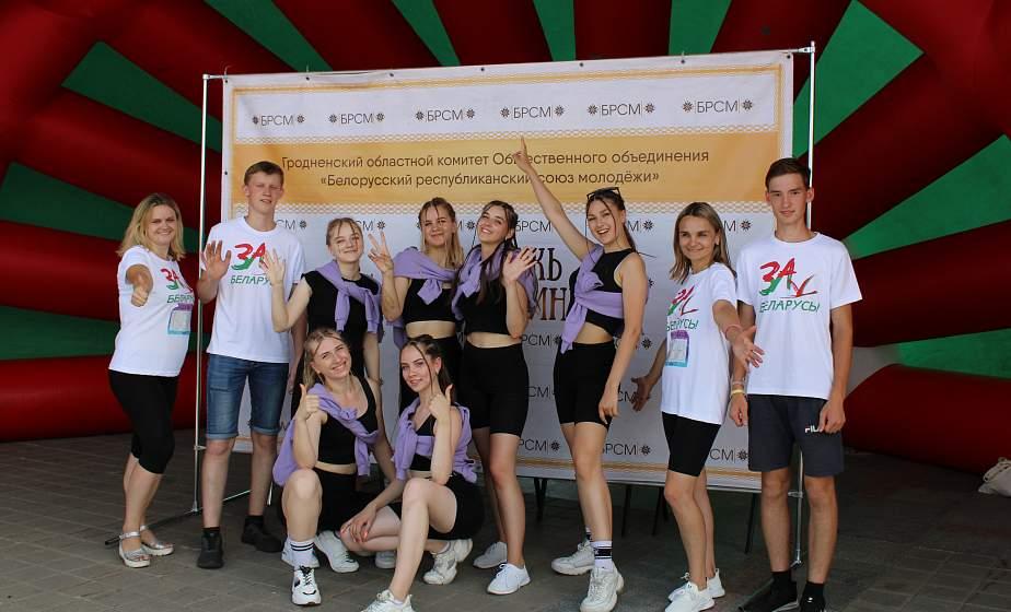 Арт-парад по улицам Витебска, народная зарядка, конкурсы талантов. Гродненские активисты БРСМ принимают участие в Днях молодежи на «Славянском базаре»
