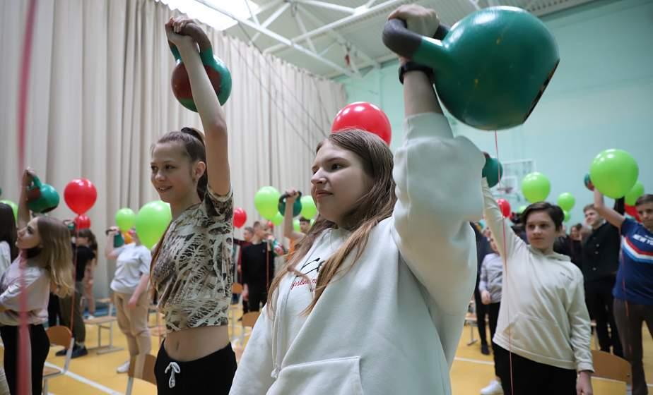 В Гродно стартовал республиканский проект «Гири без границ, или Спорт для всех» с участием гиревика-рекордсмена Евгения Назаревича