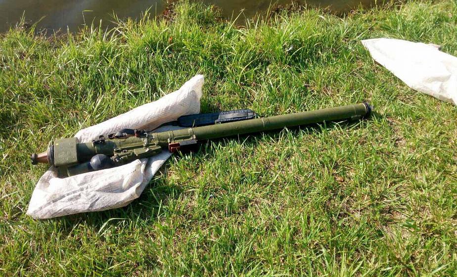 В Щучине рыбак выловил из городского озера пусковое устройство от отстреленной ракеты