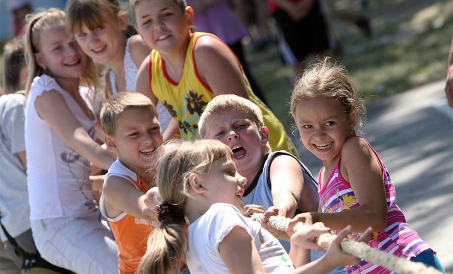 Главные цифры летнего оздоровления: где купить путевку, сколько стоит отдохнуть в детском лагере и какой из них выбрать?