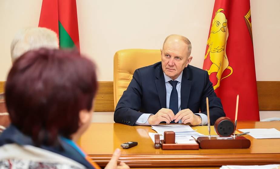 Владимир Кравцов: «Радует, что люди неравнодушны к проблемам экологии, наведения порядка на земле». В облисполкоме состоялся прием граждан