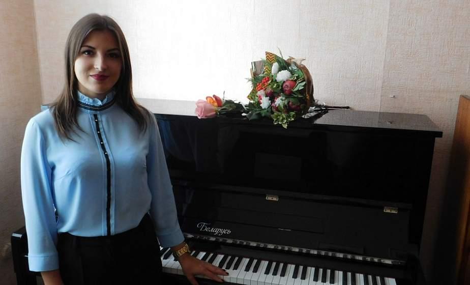 Десять пианино получили в подарок школы искусств Лидчины