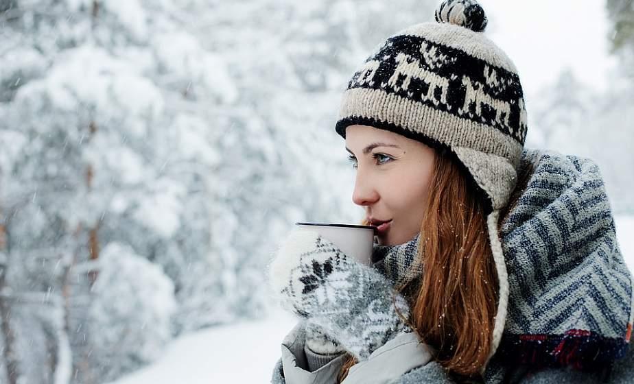 «Очень горячие напитки и супы не согреют»: что лучше есть и пить, чтобы не мерзнуть?
