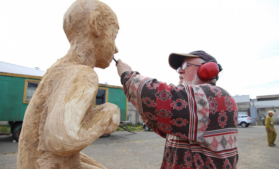 Деревянные скульптуры украсят Вертелишки к 19 мая. В этот день здесь встретят эстафету огня «Пламя мира»