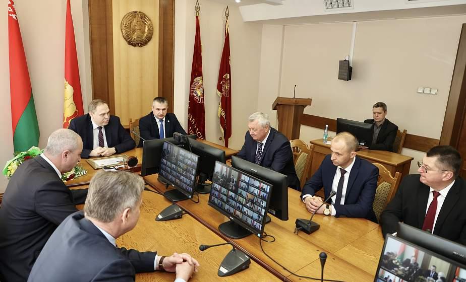 Владимир Караник представил нового первого заместителя председателя облисполкома и управляющего делами облисполкома