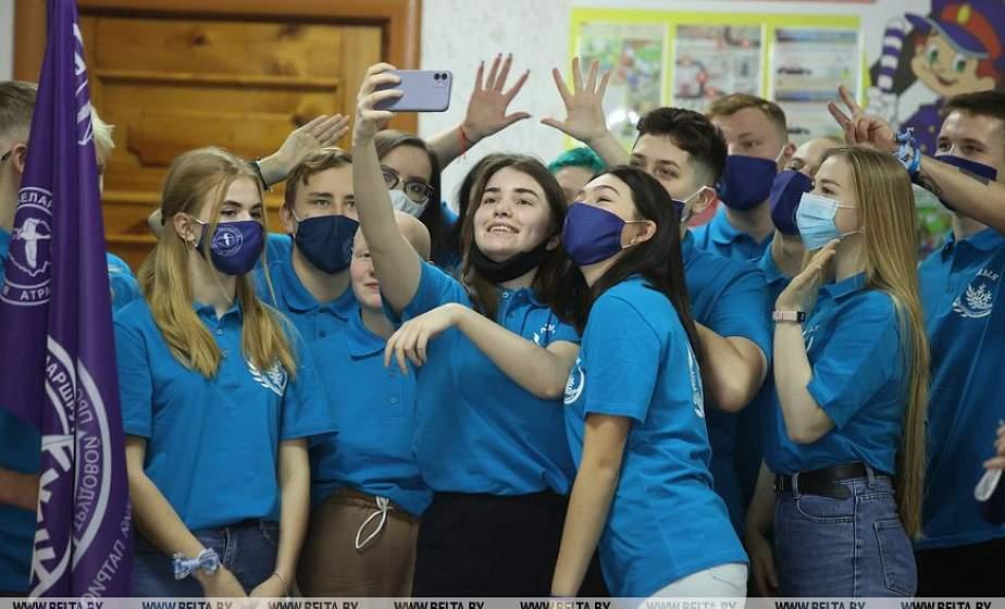 600 километров по области с идеями для школьников и помощью пожилым. «Зимний маршрут» стартовал в Гродно