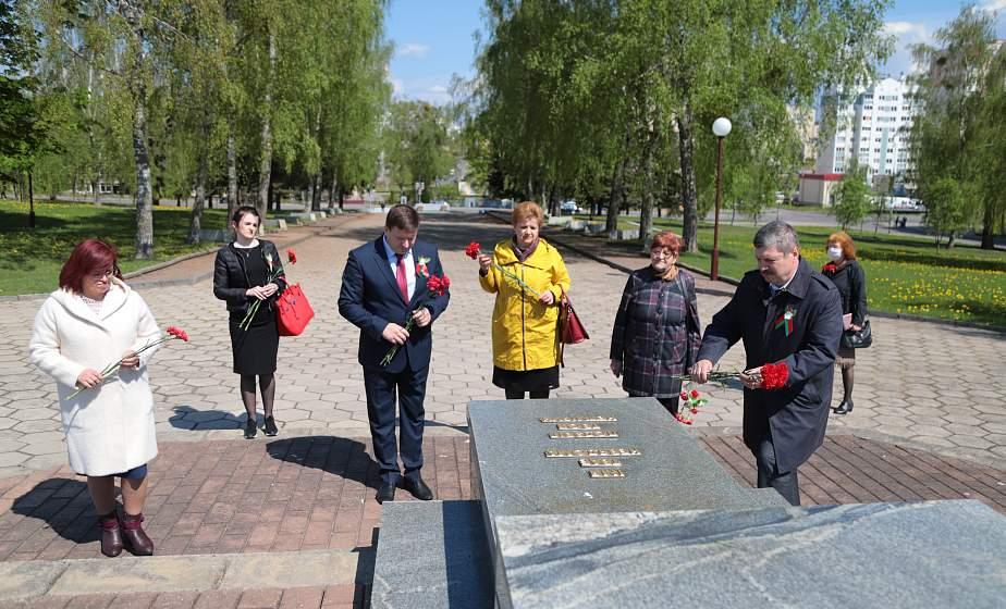 К общереспубликанской акции «Беларусь помнит» в Гродно присоединились медики и педагоги