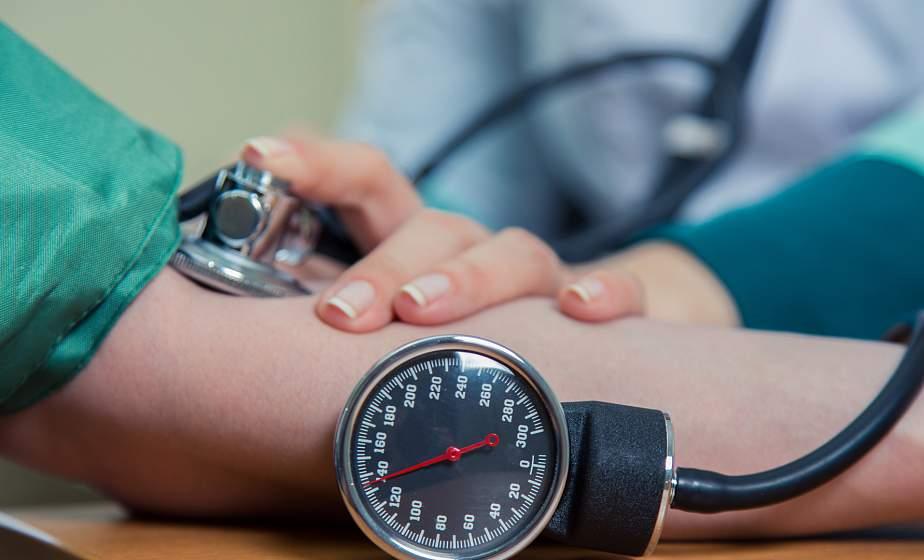Кардиолог объяснила, когда вызывать скорую при низком давлении