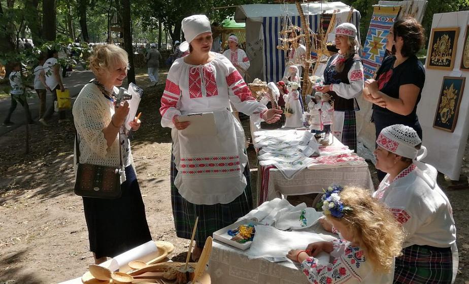 Будут писать быстрые портреты и устроят мастер-классы с ремесленниками. Что готовят на День белорусской письменности