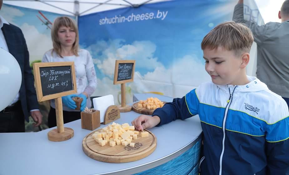 «Городенъ» к юбилею области, сыры с грибами и молочные коктейли со вкусом кофе: что предлагал «Молочный Мир» на Фестивале сыра