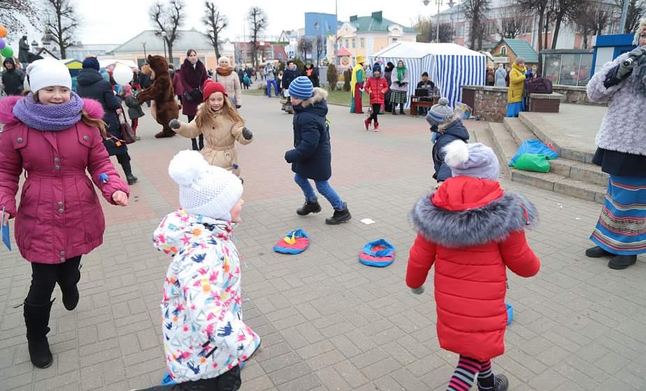 """""""100 друзей"""", батлейка и кругосветное путешествие: как развлекались маленькие гости """"Дажынак"""" на детской площадке"""