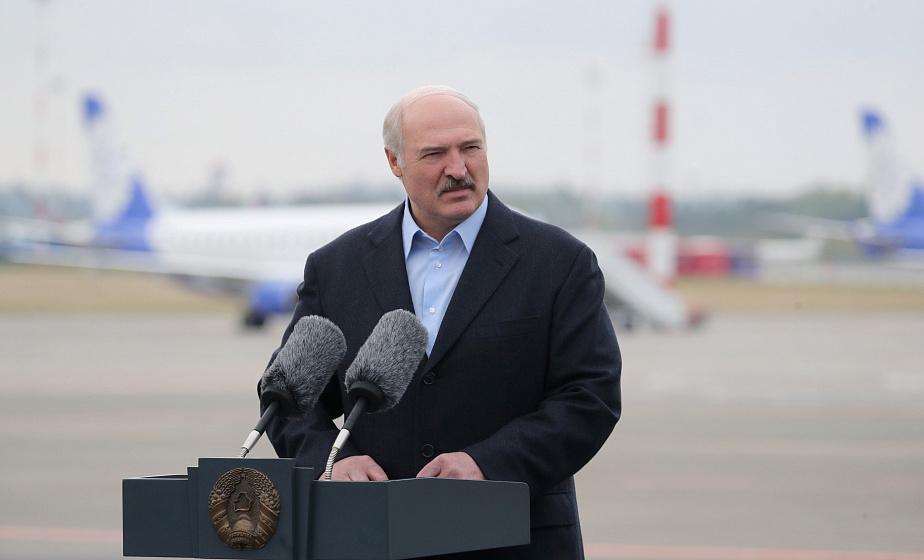 Александр Лукашенко открыл новую взлетно-посадочную полосу в Национальном аэропорту Минск