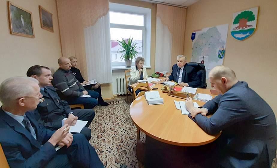 В Островце за круглым столом парламентарии и эксперты обсудили предложения изменений в Кодекс об административных правонарушениях