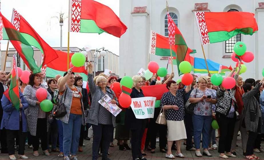 """""""За любімую Беларусь"""" для нас, дзяцей, унукаў! Дзятлаўчане выйшлі на мітынг"""