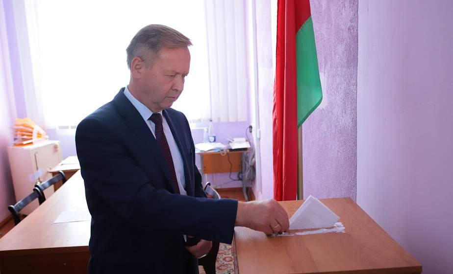 Председатель областного Совета депутатов Игорь Жук проголосовал досрочно