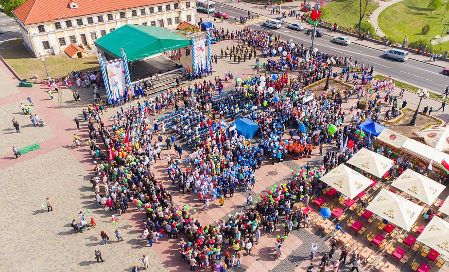 В Гродно в День труда чествовали трудовые династии и победителей конкурса «Лучшие товары Республики Беларусь»