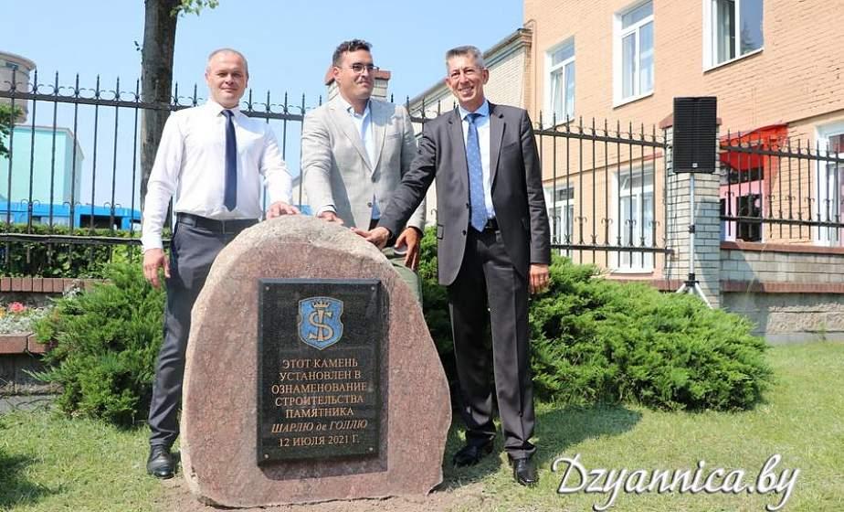 Памятник выдающемуся французскому военному и государственному деятелю Шарлю де Голлю вскоре появится в Щучине. В честь начала строительства сегодня заложен первый камень