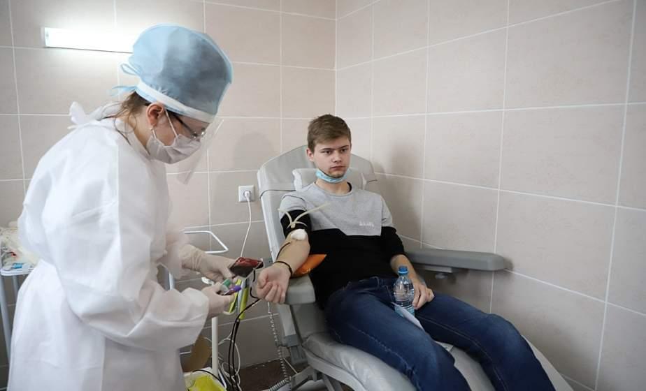 «Это возможность помочь, спасти чью-то жизнь». Добровольная акция доноров крови проходит в ГрГУ имени Янки Купалы