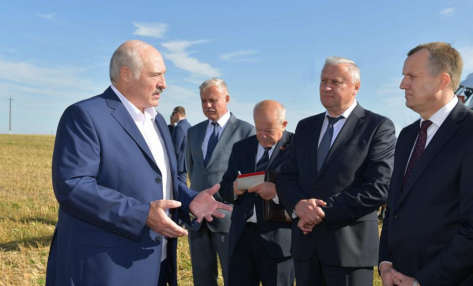 Александр Лукашенко подчеркивает важность культуры земледелия и стратегии в организации уборочной