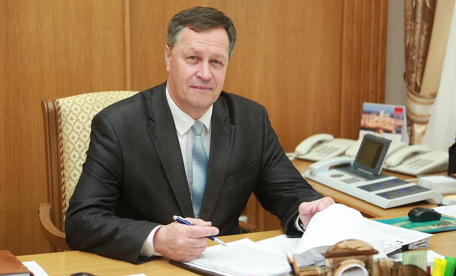 Субботнюю прямую линию провел управляющий делами облисполкома Игорь Попов
