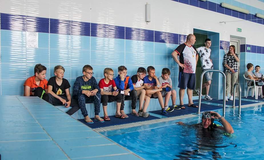 Урок спасения на воде и тонкости работы водолаза. Осводовцы провели мастер-класс в СШ №39 Гродно