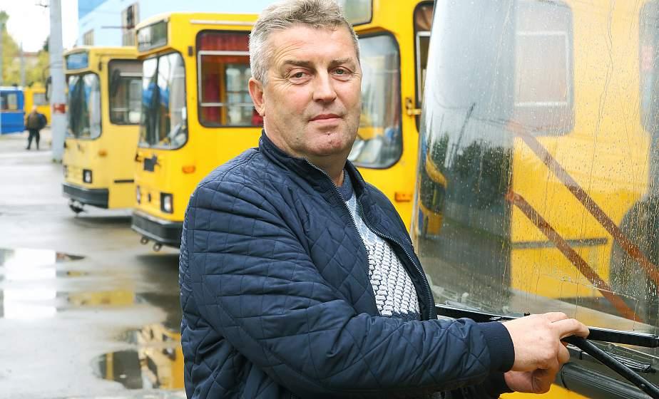 Пассажиры гродненского троллейбуса вернули студенту Шри-Ланки потерянный кошелек с 500 долларами