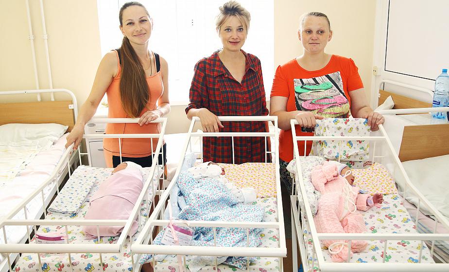 Жительниц Гродненщины, родивших малышей в День Независимости, поздравили в областном клиническом перинатальном центре