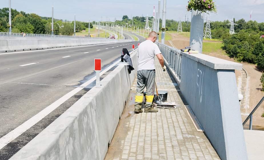 На новом мосту в Гродно неизвестные разрисовали парапетные ограждения. По факту вандализма возбуждено уголовное дело