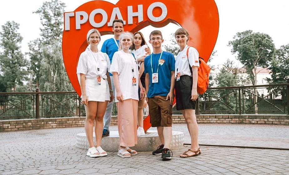 «Едем по Беларуси, узнаем много интересного». Студенты гродненских вузов рассказали, как проходит тур молодежного поезда #БеларусьМолодежьЕдинство